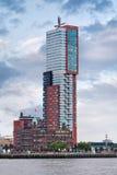 Torre de Montevideo cerca del puerto de Rotterdam Con 152 32 metros es la torre residencial más alta de los Países Bajos Imagenes de archivo