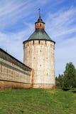 Torre de Moscú del monasterio de Cyril-Belozersky Fotos de archivo