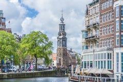 A torre de Munttoren em Amsterdão, Países Baixos Imagem de Stock