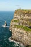 Torre de O'Briens nos penhascos de Moher em Ireland. Imagem de Stock