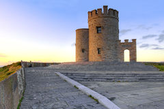 Torre de OBriens en los acantilados irlandeses de Moher en Irlanda. Imágenes de archivo libres de regalías