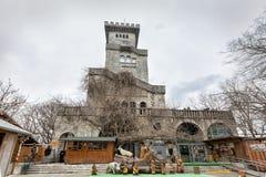 Torre de observação na montagem Akhun Sochi Rússia Fotos de Stock