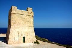 Torre de observación con el seaview hermoso en la gruta azul, Malta Fotografía de archivo