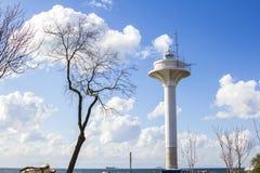 Torre de observación en la orilla del mar de Mármara Fotografía de archivo