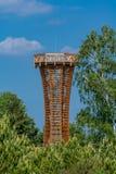 Torre de observación de madera en la reserva de naturaleza Kyritz-Ruppiner Heide imagen de archivo