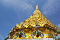 Torre de oro en el palacio magnífico en Bangkok Foto de archivo