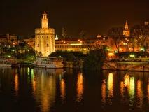Torre De Oro przy nocą lokalizującą w mieście Seville w zdroju obrazy royalty free