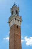 Torre de Palazzo Pubblico en Piazza del Campo en el centro de ciudad histórico de Siena, Italia, Europa fotografía de archivo