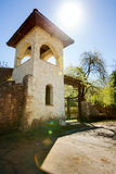 Torre de pedra com uma cerca Imagens de Stock