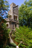 Torre de pedra no terraço de Mundos Celestes no palácio e nos jardins de Regaleira Foto de Stock