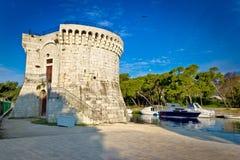Torre de pedra velha de Trogir pelo mar Imagens de Stock Royalty Free