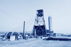 Torre de perforación de la perforación en la mina del hierro de MaCheng, condado de Luannan, Hebei favorable Fotos de archivo libres de regalías