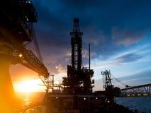 Torre de perforación de la plataforma petrolera blanda de la perforación de Assited Fotos de archivo libres de regalías