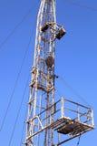Torre de perforación del pequeño aparejo de la paliza en Sunny Day Imagen de archivo