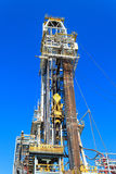 Torre de perforación de la plataforma petrolera blanda de la perforación (plataforma petrolera de la gabarra) Fotos de archivo libres de regalías