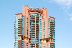 Torre de Portofino na praia sul de Miami, Florida Imagens de Stock Royalty Free