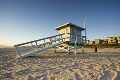 Torre de protetor da vida no por do sol Fotografia de Stock Royalty Free