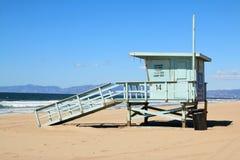 Torre de protetor da vida que olha para o mar Foto de Stock