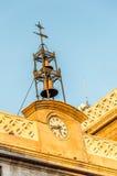 Torre de pulso de disparo contra o céu azul Fotos de Stock Royalty Free