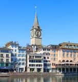 Torre de pulso de disparo do St Peter Church em Zurique, Suíça Foto de Stock Royalty Free