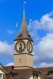 Torre de pulso de disparo do St Peter Church em Zurique, Suíça Imagens de Stock Royalty Free