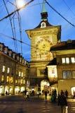 A torre de pulso de disparo em Berna, opinião da noite Imagens de Stock Royalty Free