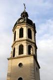 Torre de pulso de disparo histórica da igreja imagens de stock