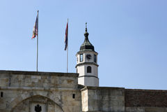 Torre de pulso de disparo na fortaleza de Belgrado, Sérvia Fotografia de Stock Royalty Free