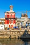 Torre de pulso de disparo na parte dianteira de Victoria Alfred Water em Cape Town Fotografia de Stock