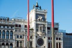 A torre de pulso de disparo no quadrado de San Marco imagens de stock
