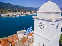 A torre de pulso de disparo da ilha de Poros, Grécia Foto aérea do zangão fotografia de stock royalty free