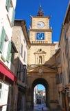 A torre de pulso de disparo e a porta, Salon de Provence, França foto de stock