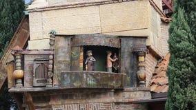 Torre de pulso de disparo famosa em Tbilisi que mostra pouco desempenho sobre o círculo da vida filme