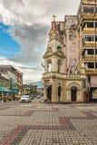 Torre de pulso de disparo no quadrado principal na cidade de Taiping, Malásia fotografia de stock royalty free