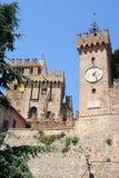 Torre de pulso de disparo de um castelo em Marche, Italia Fotografia de Stock
