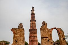 Torre de Qutub Minar en Nueva Deli, la India imágenes de archivo libres de regalías