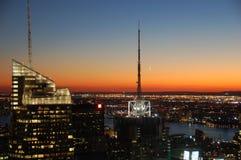 Torre de rádio com lua imagens de stock royalty free