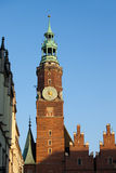 Torre de reloj ayuntamiento en Wroclaw Imagen de archivo libre de regalías