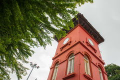 Torre de reloj cerca de la colina de San Pablo en Melaka Fotos de archivo