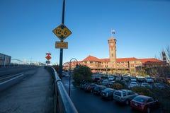 Torre de reloj compleja del edificio del transporte del tren de la estación de la unión fotos de archivo libres de regalías