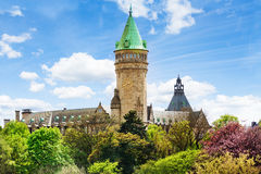 Torre de reloj de Banque y de Caisse d'Epargne de l'Etat Fotografía de archivo