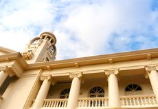 Torre de reloj de la escuela china histórica en Singapur Imágenes de archivo libres de regalías
