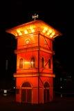 Torre de reloj de la historia de la luz en la noche en Melaka foto de archivo libre de regalías