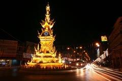 Torre de reloj de oro en Chiang Rai, Tailandia Imágenes de archivo libres de regalías