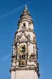 Torre de reloj en ayuntamiento Cardiff Foto de archivo libre de regalías