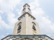Torre de reloj en el mercado del fin de semana de Jatujak, Tailandia Fotos de archivo