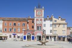 Torre de reloj en Rovinj en Istria Foto de archivo