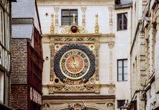 Torre de reloj en Ruán foto de archivo