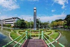 Torre de reloj en universidad Fotos de archivo libres de regalías