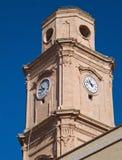 Torre de reloj. Iglesia del St. Francisco. Monopoli. foto de archivo libre de regalías